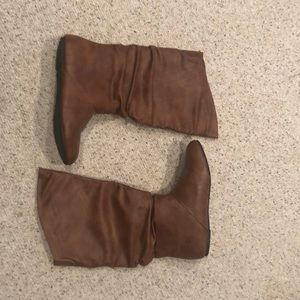 Shoes - Brown slouch boot-like new!